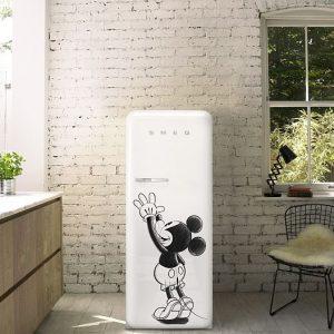 La famosa marca italiana de electrodomésticos «Smeg», lanza al mercado el refrigerador con diseño de Mickey Mouse